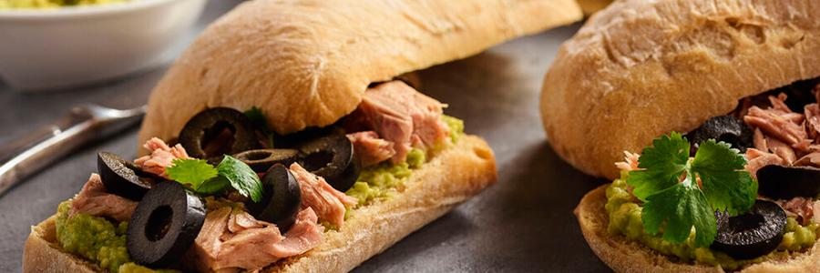 Sándwich de arúgula y atún